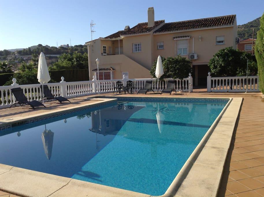 villa con piscina en alhaur n villas en alquiler en