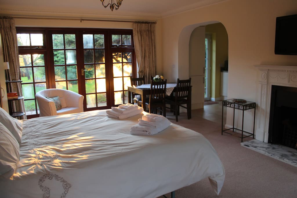 Spacious ground floor double room with en-suite and kitchenette and views to garden