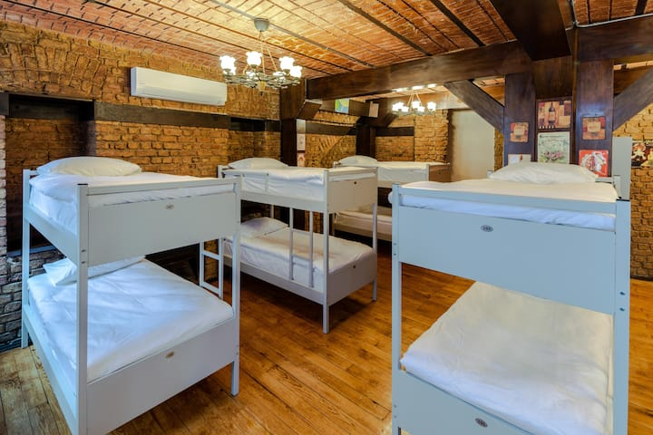 10-Bed Female Dormitory Room &Shared Bathroom