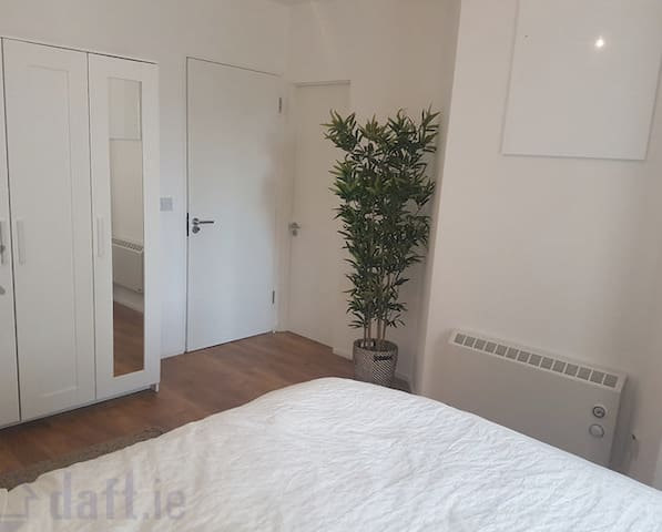 Cosy & Bright Double Room In Dublin - Dolphins Barn - Huoneisto