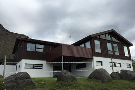 The apartment can accommodate 2-4 persons. It has a fully equipped kitchen. The apartment is located in Mosfellsbaer, 12 km from the centrum of Reykjavík and 2 km from centrum of Mosfellsbaer. Drive from road 1 to Alafoss then turn on Helgafellsvegur