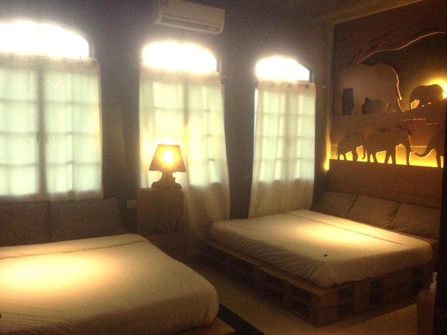 Spaces room with one King size bed and one queen size bed with side window