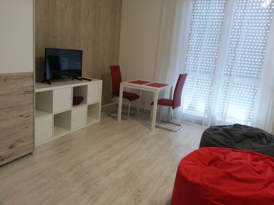 Always sunny, spacious room (21 square meters).