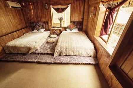 Tibetan Woody Twin-bed Room - 香格里拉 - Zomerhuis/Cottage