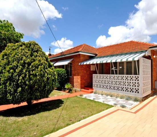 Cozy Home Close to Perth City & Airport, WIFI - Cloverdale - Talo