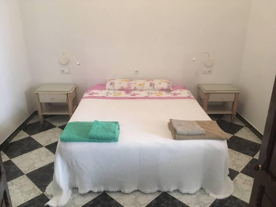 Habitación 1: cama 150 cm