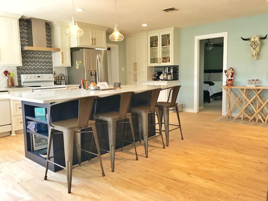 Large island perfect for gathering and entertaining