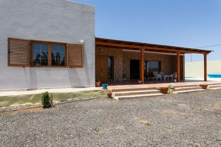 Villa exclusiva en Tuineje con piscina privada
