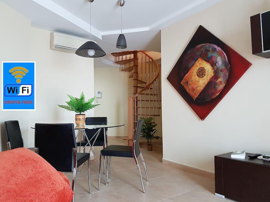 Bonito atico duplex con wifi garage y piscina c for Duplex con garage