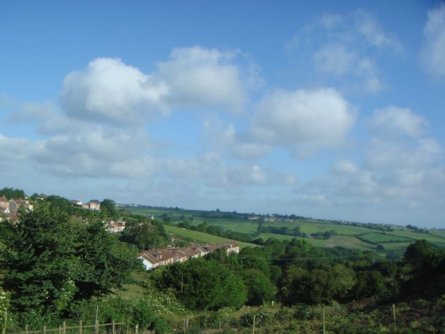 Country location near to Bath - Peasedown St John