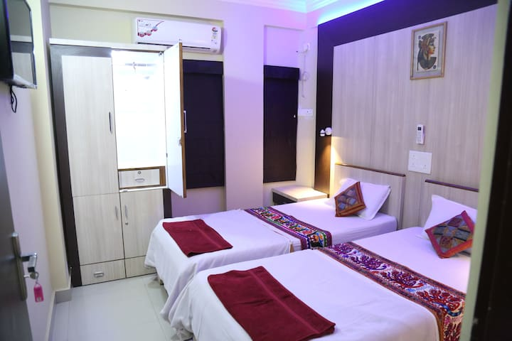 Ruby Nest,AC room for 2,Travelers treasure,Nagpur - shirpurkars house,Nagpur