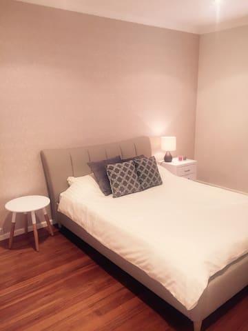 Ensuite Room Luxury House 12min Central Stat CBD - Enmore - Haus
