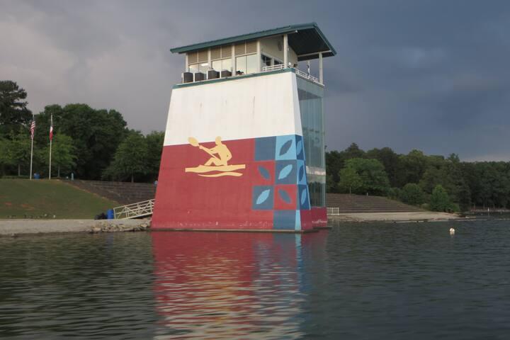 Lake Lanier Rowing Venue - Beautiful bungalow!
