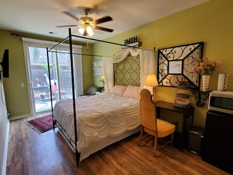 Spacious Room /Private  Entrance