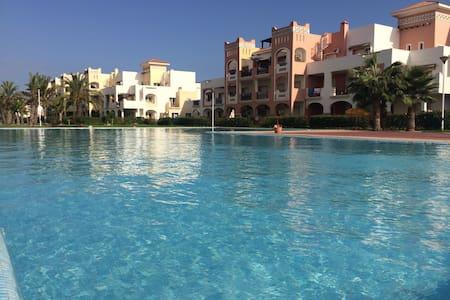 Bel Appart, jardin piscine et plage - Appartement