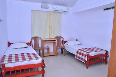 Homestay at Kerala - Chalakudy - Bungalow
