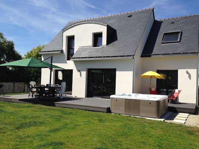 Maison Neuve, Moderne et Jacuzzi - Plouhinec - Huis
