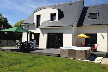 Maison Neuve, Moderne et Jacuzzi - House