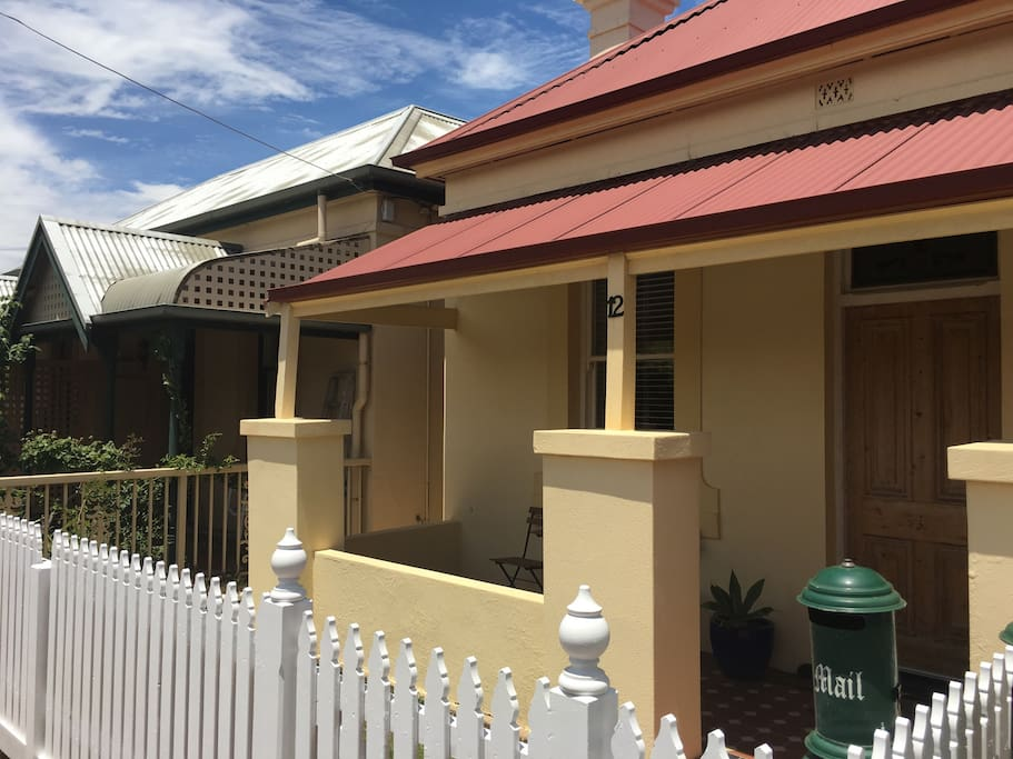 """cute cottage in great location, short walk to beach, supermarket, cafes and Jetty Rd"" - Ellen (July 17)"