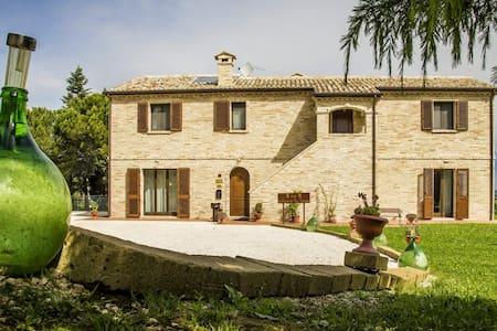 Suite in casa colonica nel verde, 500m dal centro - Castelfidardo - Bed & Breakfast