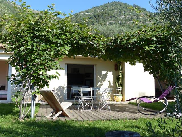 Villa de 90m2 avec jardin entre mer et montagne - Saint-Jeannet - House
