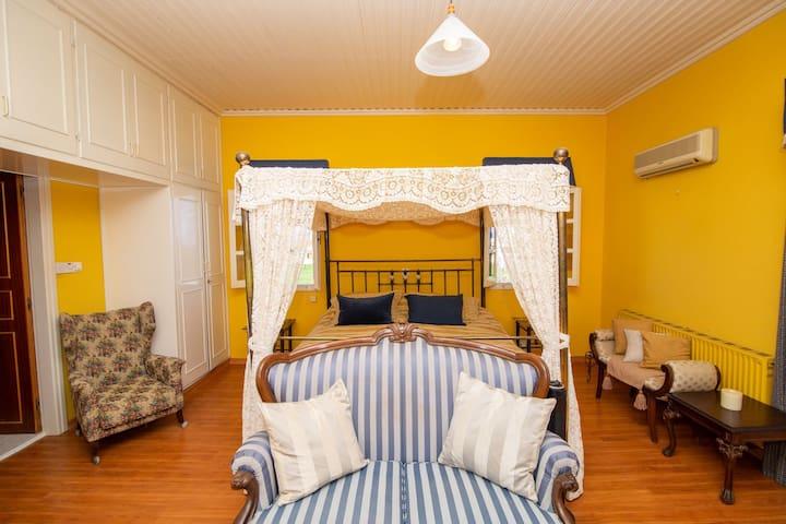 Master Bedroom - double en - suite with bathroom shower