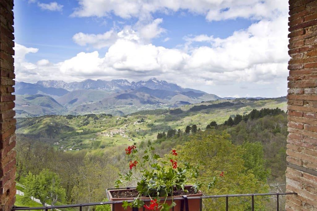 vista dei monti dalla terrazza