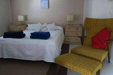 Cozy little flat near Kef. Airport - Keflavík