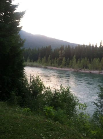Flathead River Retreat - Hungry Horse - Haus