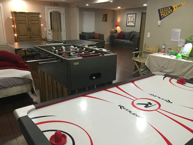 Huge GAMEROOM in Adorably-Cozy & Private Basement - Dallas - Daire