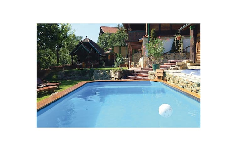 Holiday cottage with 3 bedrooms on 154 m² in Zagreb