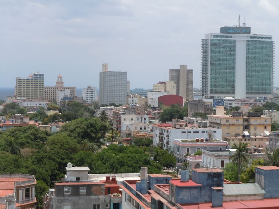 Walking distance to Habana Libre, Hotel Nacional, Focsa Building, University of Havana, Hotel Presidente and Malecon.