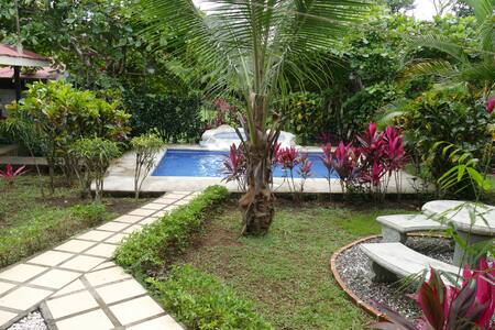 Vacation ville with pool and green places - Esparza - Hus