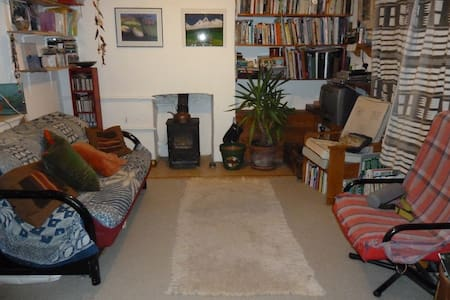 cosy cottage with large garden - Frome