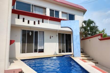 Linda Casa Privada en Ixtapa