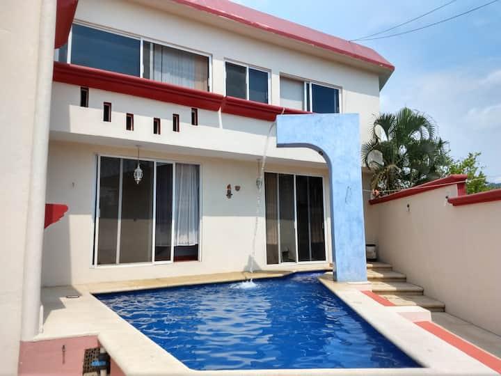 Linda Casa en Ixtapa (alberca privada)
