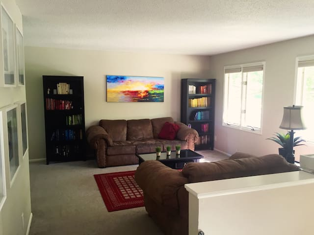 Entire house, 1 Mile from UI, close to everything! - Iowa City - Huis