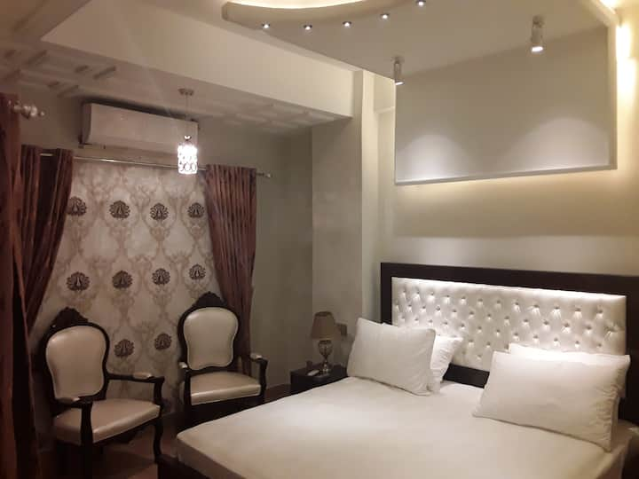 Jibralter Twin Room Luxury Suite