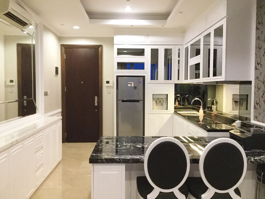 Entrance & Kitchen/Dining room