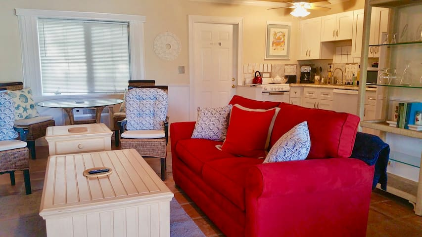 Delray Beach Waterfront Cottage. Ideal work space