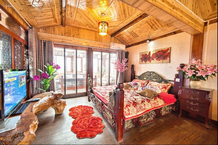 丽江纳西人自己的家,三房四卫,可住9人。位置超棒,免交古维。 - Lijiang - Villa