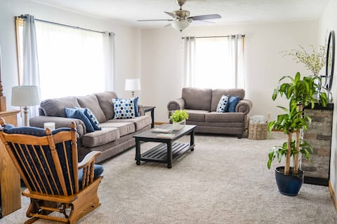 Hutchinson HomePlace 4BR 3 BA with Kid's Space