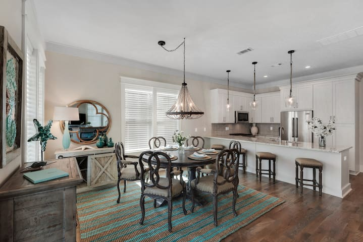 Large luxury home! Professionally decorated, upgraded furnishings, gourmet kitchen, 4.5 baths!  Walk to beach is about 6 minutes, walk to pool about 30 seconds