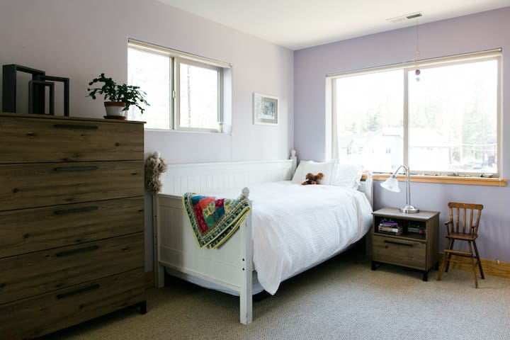 Upstairs bedroom with trundle bed