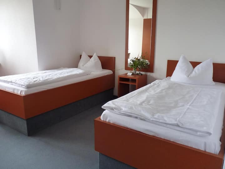 Forsthaus 4 Doppelzimmer-Budget-Ensuite Dusche