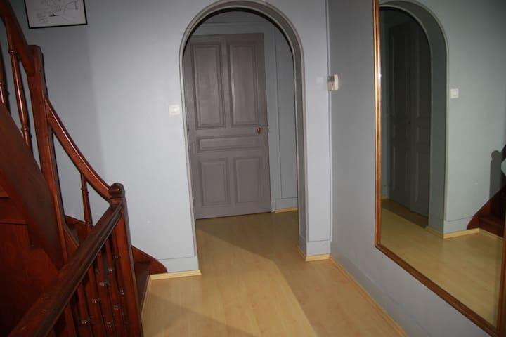 L'entrée de la chambre 2