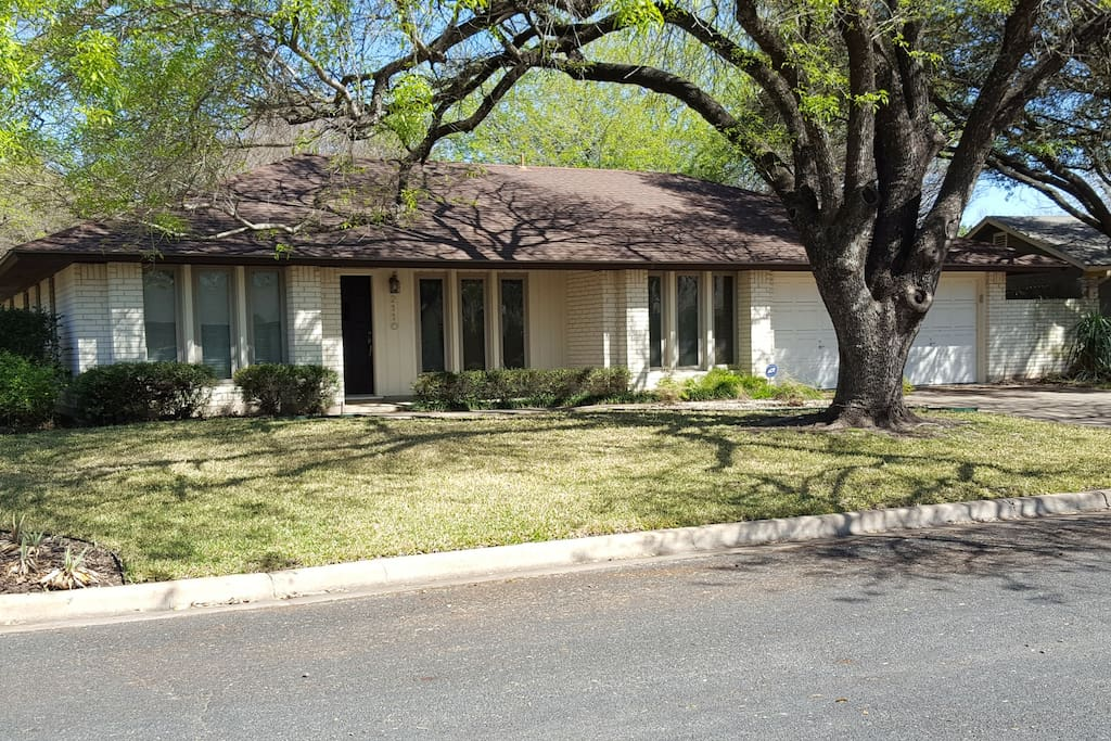 Cool 1967 ranch home located in the quiet Wooten neighborhood