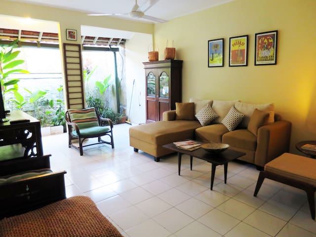 Rumah Joe, cozy & artistic house in beautiful area - Bogor - Huis