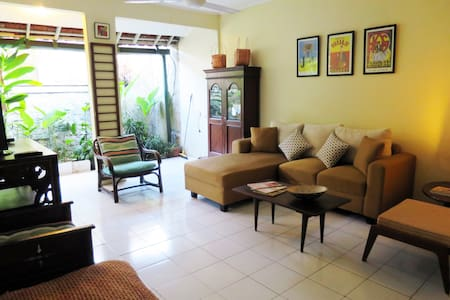 Rumah Joe, cozy & artistic house in beautiful area - Bogor - Talo