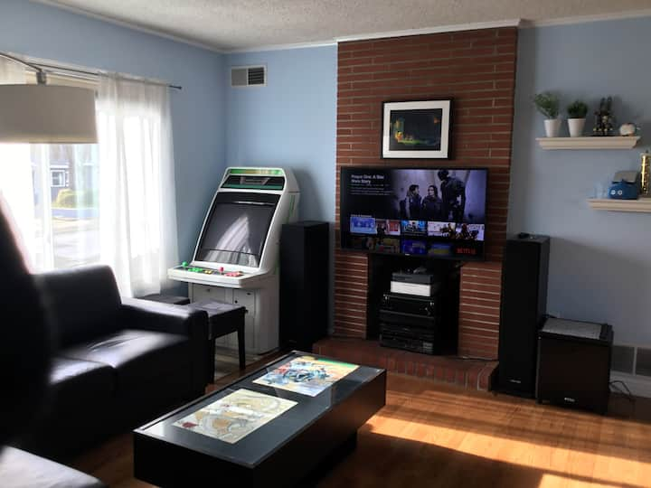2/1 Pacifica Home - Full Kitchen, Free Parking